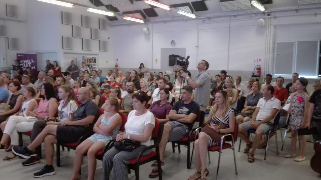 Publika na natjecanju ansambala u Bunkeru